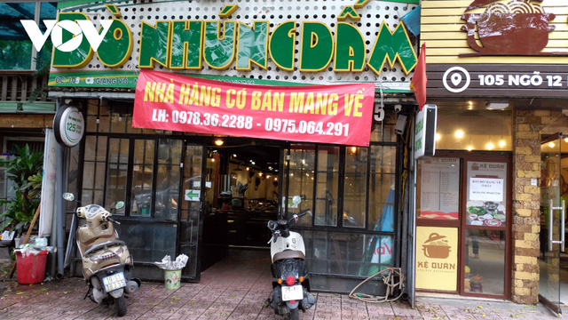 Nhà hàng, quán cà phê ở Hà Nội nhộn nhịp đón khách ăn uống tại chỗ - Ảnh 11.