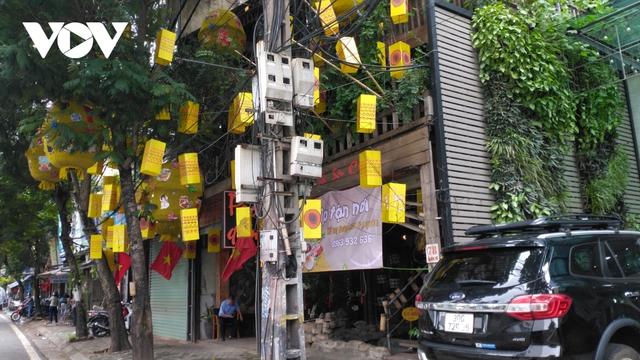 Nhà hàng, quán cà phê ở Hà Nội nhộn nhịp đón khách ăn uống tại chỗ - Ảnh 12.