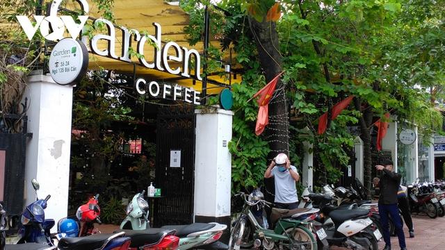 Nhà hàng, quán cà phê ở Hà Nội nhộn nhịp đón khách ăn uống tại chỗ - Ảnh 14.