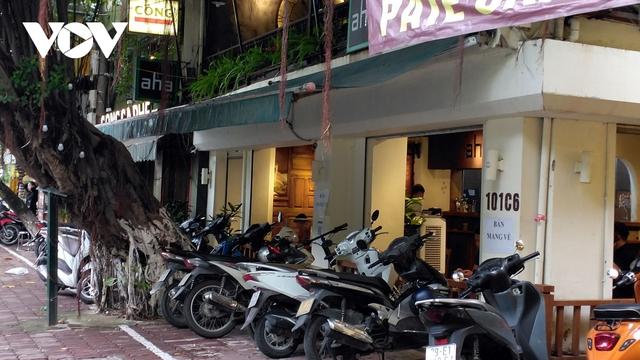 Nhà hàng, quán cà phê ở Hà Nội nhộn nhịp đón khách ăn uống tại chỗ - Ảnh 15.