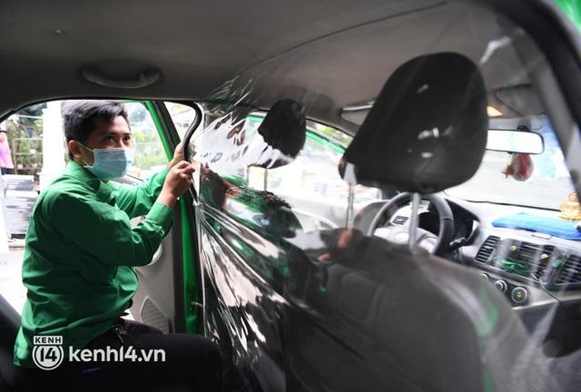 Hà Nội: Xe buýt, taxi hối hả chuẩn bị cho ngày đầu được hoạt động, đón khách trở lại - Ảnh 17.