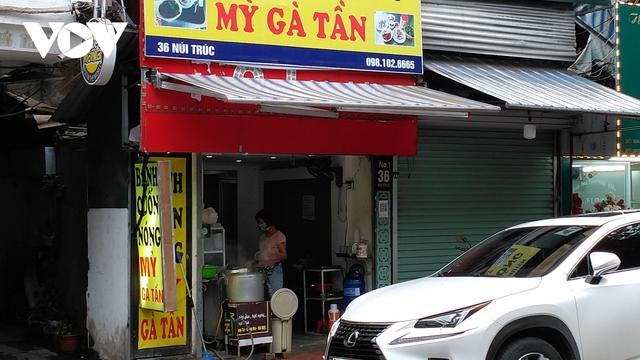 Nhà hàng, quán cà phê ở Hà Nội nhộn nhịp đón khách ăn uống tại chỗ - Ảnh 3.