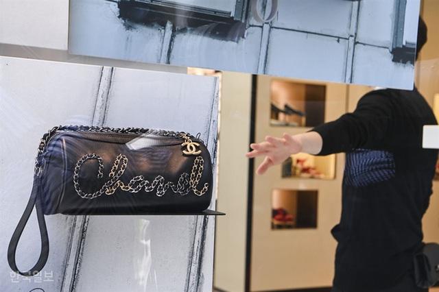 Giải điền kinh Chanel mở rộng tại Hàn: Cuộc đua mỗi người 1 chiếc túi cho tới màn thiết quân luật từ nhà mốt - Ảnh 3.