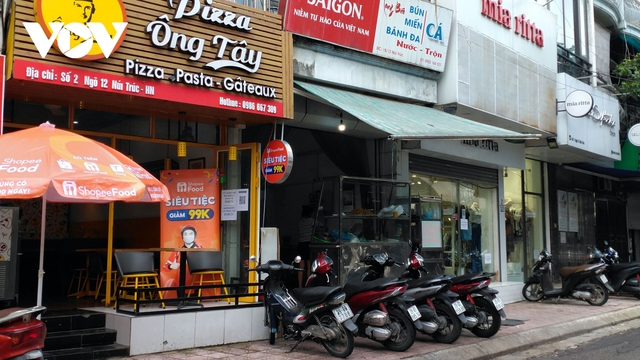 Nhà hàng, quán cà phê ở Hà Nội nhộn nhịp đón khách ăn uống tại chỗ - Ảnh 6.