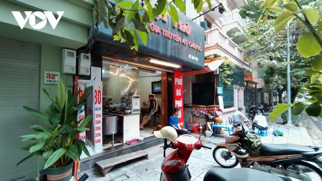 Nhà hàng, quán cà phê ở Hà Nội nhộn nhịp đón khách ăn uống tại chỗ - Ảnh 8.