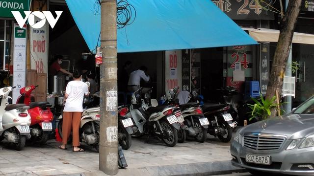 Nhà hàng, quán cà phê ở Hà Nội nhộn nhịp đón khách ăn uống tại chỗ - Ảnh 9.
