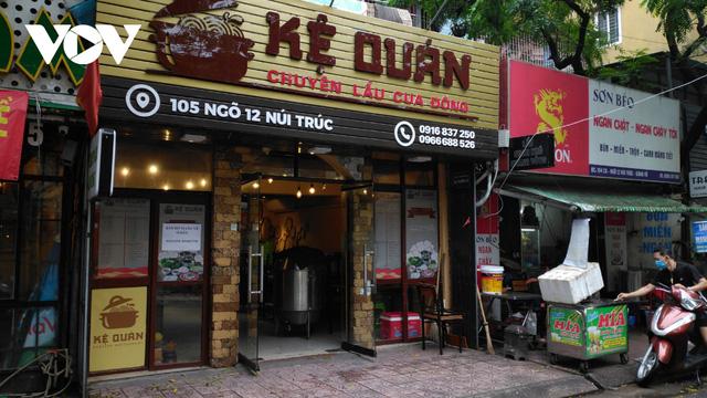 Nhà hàng, quán cà phê ở Hà Nội nhộn nhịp đón khách ăn uống tại chỗ - Ảnh 10.