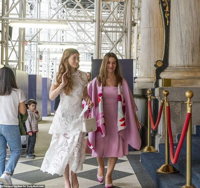 Ái nữ nhà tỷ phú Bill Gates lộ diện trước đám cưới, visual tựa công chúa của cô dâu mới khiến fan nức nở đẹp nhất từ trước đến nay - Ảnh 5.