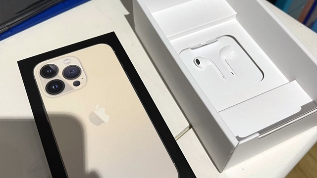 Đây là quốc gia duy nhất trên thế giới bán iPhone 13 kèm tai nghe - Ảnh 1.