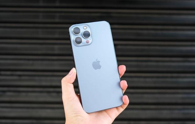 Giá iPhone 13 Pro Max xách tay lao dốc, giảm gần 13 triệu đồng sau 1 tuần về Việt Nam - Ảnh 2.