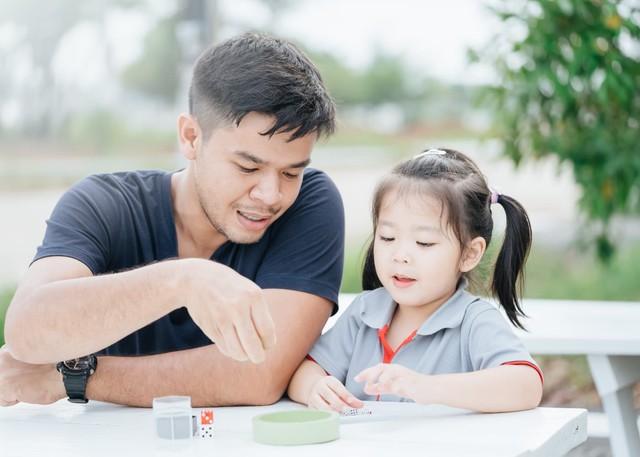"""Giữa """"bão tranh luận"""" về kỷ luật trẻ, cô giáo mầm non đưa ra quan điểm: """"Giáo dục bằng yêu thương, sự kiên nhẫn và lòng bao dung mới thành công đưa trẻ đến bến trưởng thành"""" - Ảnh 2."""