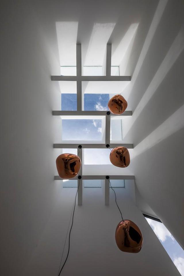 Lạ mắt với nhà ống 2 tầng dùng mái ngói làm mặt tiền - Ảnh 12.