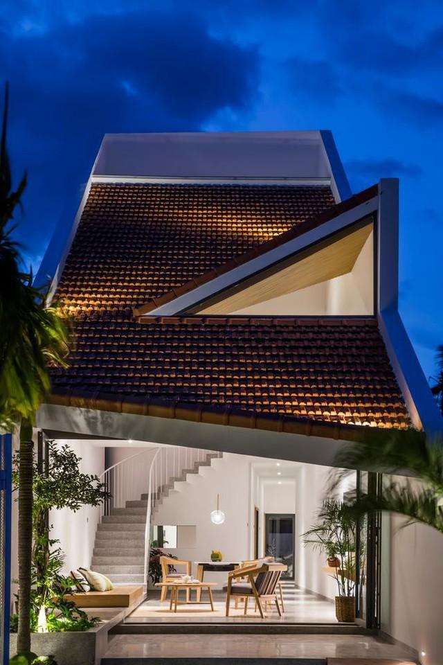 Lạ mắt với nhà ống 2 tầng dùng mái ngói làm mặt tiền - Ảnh 6.