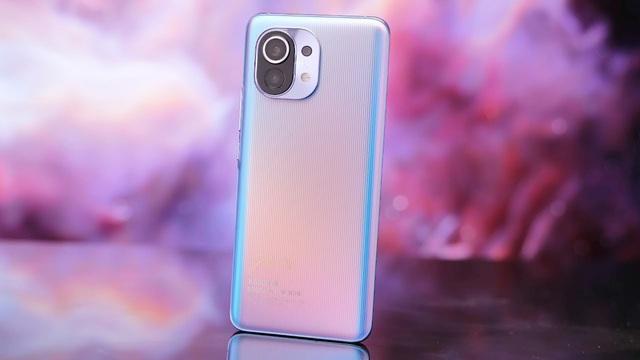 5 mẫu smartphone giảm giá mạnh nhất đầu tháng 10 - Ảnh 3.