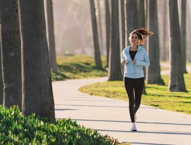 Đặt nhiều báo thức tiểm ẩn rủi ro khôn lường: Lạm dụng vài phút ngủ thêm mỗi buổi sáng, não có thể bị tổn thương - Ảnh 2.
