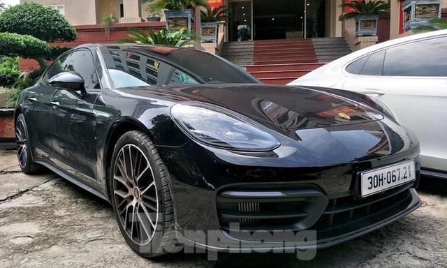 Cận cảnh dàn siêu xe bị thu giữ trong đường dây đánh bạc khủng ở Hà Nội  - Ảnh 11.