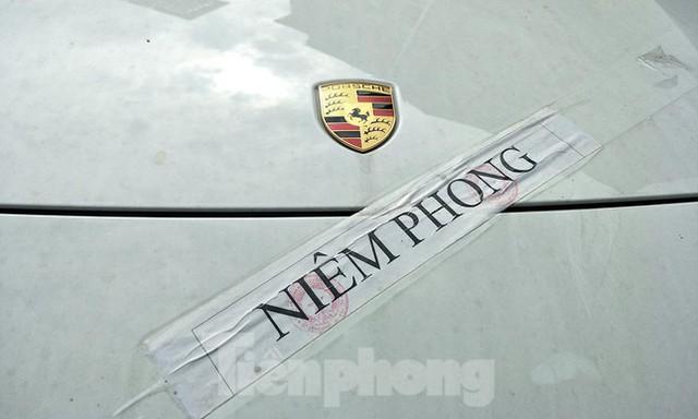 Cận cảnh dàn siêu xe bị thu giữ trong đường dây đánh bạc khủng ở Hà Nội  - Ảnh 5.