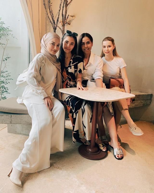 Lộ diện cô gái nắm giữ trái tim cậu cả của gia tộc giàu nhất nhì Malaysia: Ngoại hình hoàn mỹ, có tài chinh phục cả nhà chồng - Ảnh 6.
