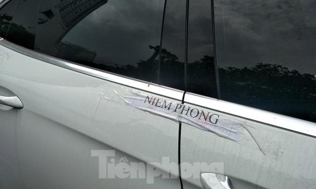 Cận cảnh dàn siêu xe bị thu giữ trong đường dây đánh bạc khủng ở Hà Nội  - Ảnh 8.