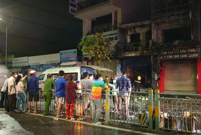 Cháy nhà trong đêm ở TPHCM làm 1 người tử vong, 4 người chạy thoát  - Ảnh 1.