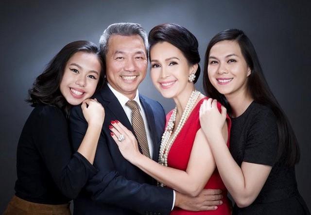 Nữ hoàng ảnh lịch có 2 cô con gái học vấn siêu đỉnh: Ngoại ngữ biết 4 thứ tiếng, đẹp đến mức ai cũng khuyên nên đi thi hoa hậu - Ảnh 2.