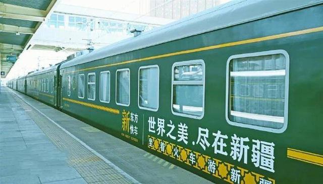 Tàu hỏa xa hoa nhất Trung Quốc: 100 triệu/vé vẫn phải tranh nhau mua, tích hợp cả quán bar, phòng hát, phòng nghỉ khép kín tiện nghi - Ảnh 1.