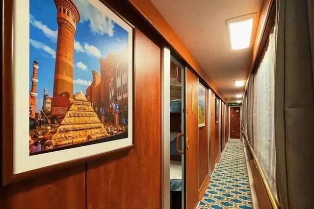 Tàu hỏa xa hoa nhất Trung Quốc: 100 triệu/vé vẫn phải tranh nhau mua, tích hợp cả quán bar, phòng hát, phòng nghỉ khép kín tiện nghi - Ảnh 2.