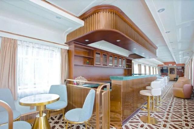 Tàu hỏa xa hoa nhất Trung Quốc: 100 triệu/vé vẫn phải tranh nhau mua, tích hợp cả quán bar, phòng hát, phòng nghỉ khép kín tiện nghi - Ảnh 12.