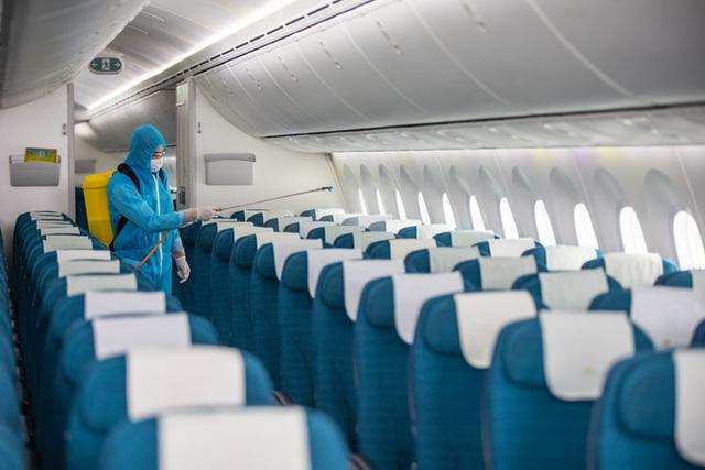 Hàng không hối hả bảo dưỡng máy bay trước ngày nối lại bay nội địa - Ảnh 14.