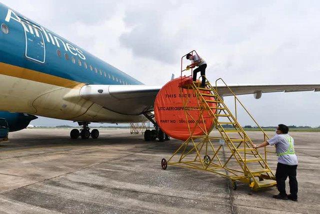 Hàng không hối hả bảo dưỡng máy bay trước ngày nối lại bay nội địa - Ảnh 4.