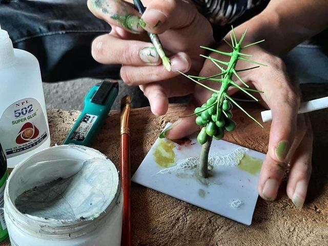 Nghỉ dịch ở nhà, chàng phụ hồ trổ tài làm cả vườn cây xanh từ giấy, dây thép: Tác phẩm khiến nhiều người nể - Ảnh 5.
