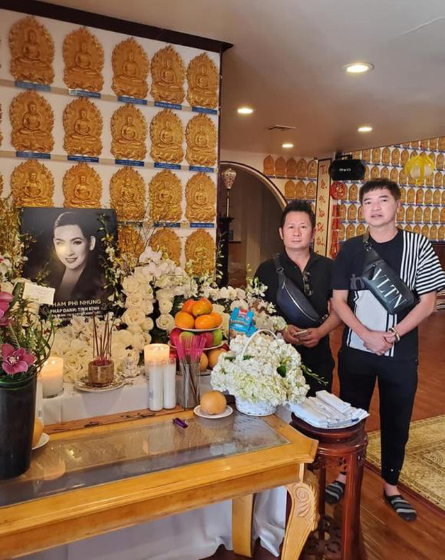 Lễ cúng thất đầu của ca sĩ Phi Nhung ở Mỹ: Con gái ruột và vợ cũ Bằng Kiều đội tang, Thanh Thảo - Thu Hoài cùng dàn sao Việt đến chia buồn - Ảnh 6.