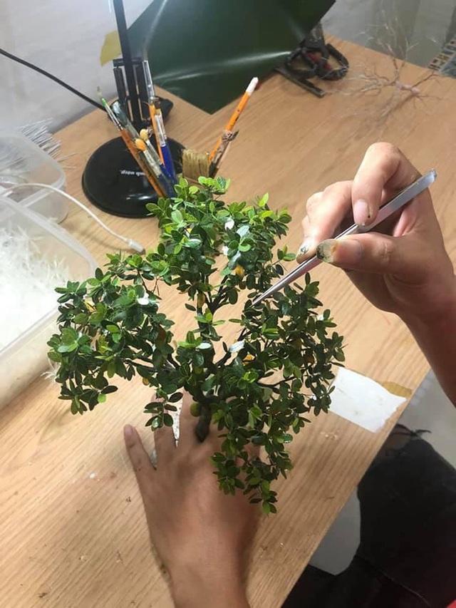Nghỉ dịch ở nhà, chàng phụ hồ trổ tài làm cả vườn cây xanh từ giấy, dây thép: Tác phẩm khiến nhiều người nể - Ảnh 7.