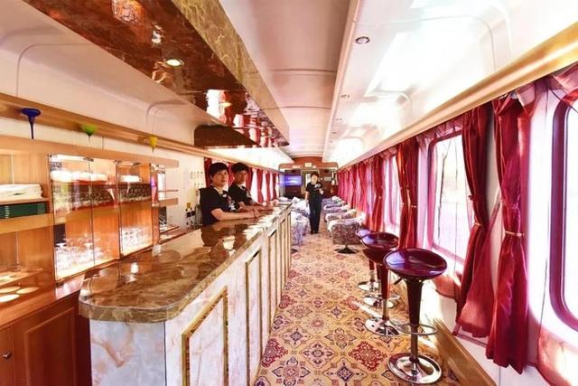 Tàu hỏa xa hoa nhất Trung Quốc: 100 triệu/vé vẫn phải tranh nhau mua, tích hợp cả quán bar, phòng hát, phòng nghỉ khép kín tiện nghi - Ảnh 8.