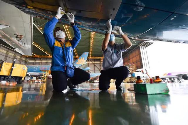 Hàng không hối hả bảo dưỡng máy bay trước ngày nối lại bay nội địa - Ảnh 10.