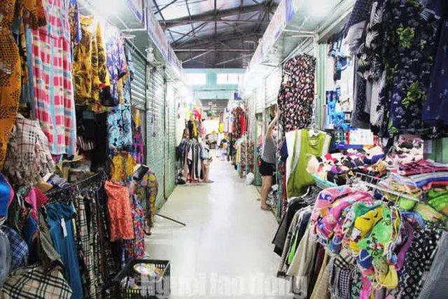 Đà Nẵng: Chợ truyền thống đìu hiu, hàng trăm tiểu thương mỏi mòn chờ khách - Ảnh 9.
