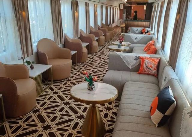 Tàu hỏa xa hoa nhất Trung Quốc: 100 triệu/vé vẫn phải tranh nhau mua, tích hợp cả quán bar, phòng hát, phòng nghỉ khép kín tiện nghi - Ảnh 9.