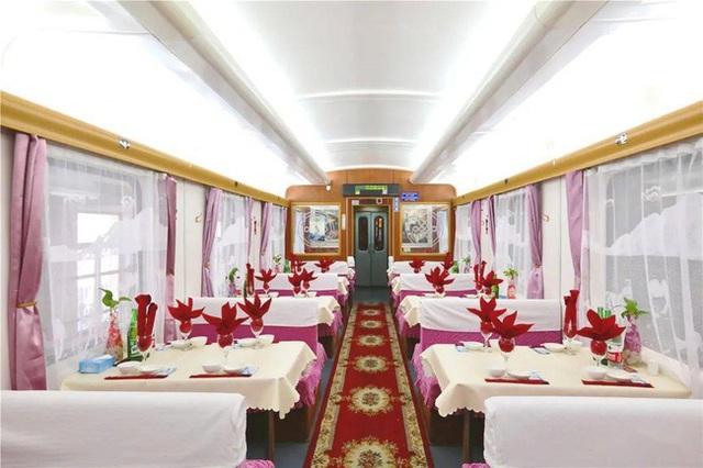 Tàu hỏa xa hoa nhất Trung Quốc: 100 triệu/vé vẫn phải tranh nhau mua, tích hợp cả quán bar, phòng hát, phòng nghỉ khép kín tiện nghi - Ảnh 10.