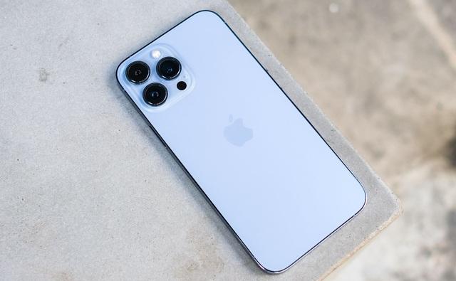 iPhone 13 Pro Max xách tay bất ngờ tăng giá - Ảnh 1.
