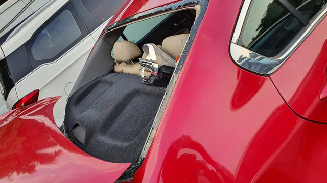 Ngân hàng phát mại xe Kia Cerato 2018 nát bét giá 338 triệu đồng - Ảnh 5.
