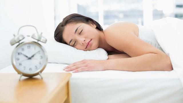 """""""Đặt lưng xuống là ngủ"""" liệu có phải là thói quen tốt của một người khỏe mạnh? Câu trả lời khiến ai nấy đều giật mình - Ảnh 1."""