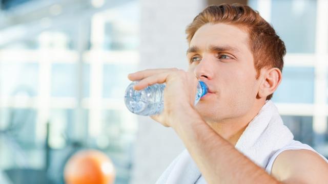 4 đặc điểm chung trong thói quen uống nước của những người trường thọ, nếu bạn có đầy đủ thì xin chúc mừng - Ảnh 1.
