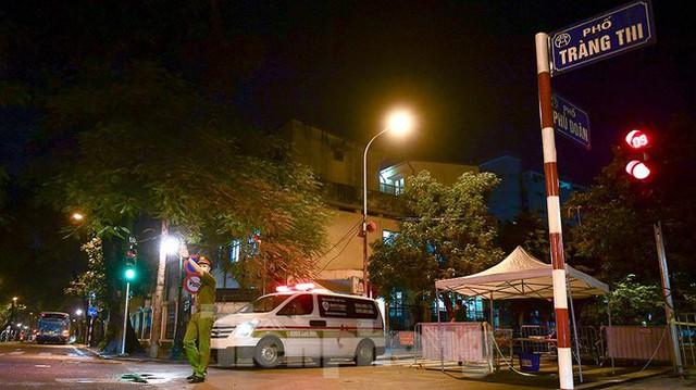 Bệnh viện Việt Đức tiến hành chuyển bệnh nhân sang 3 bệnh viện khác tại Hà Nội - Ảnh 2.