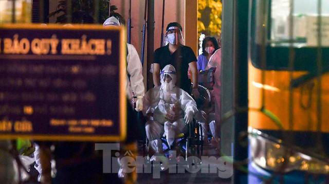 Bệnh viện Việt Đức tiến hành chuyển bệnh nhân sang 3 bệnh viện khác tại Hà Nội - Ảnh 3.