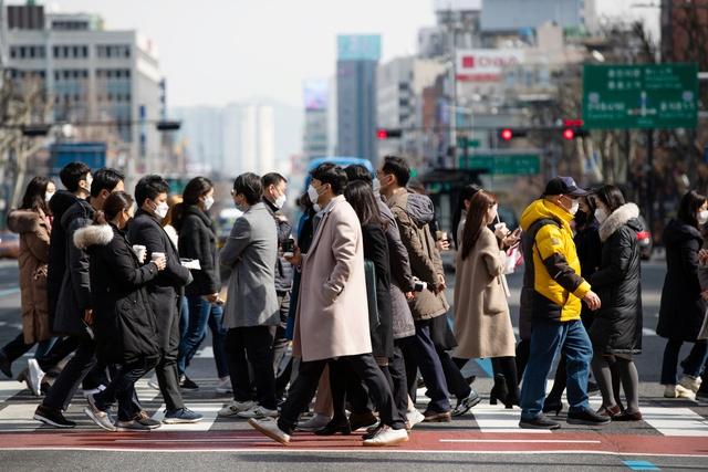 Phong trào nghỉ hưu tuổi 30 của giới trẻ Hàn Quốc: Quá chán nản với nguy cơ bị đuổi việc bất cứ lúc nào, số đông tìm đường để tự do tài chính, hy vọng có thể theo đuổi đam mê - Ảnh 1.