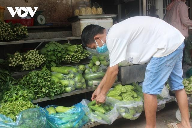 Giá một số thực phẩm tại TP.HCM tăng - Ảnh 1.