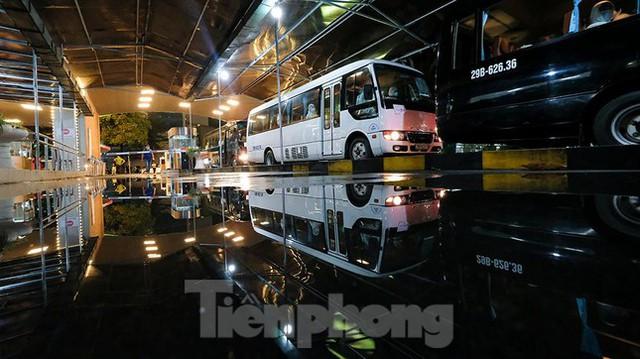 Bệnh viện Việt Đức tiến hành chuyển bệnh nhân sang 3 bệnh viện khác tại Hà Nội - Ảnh 12.