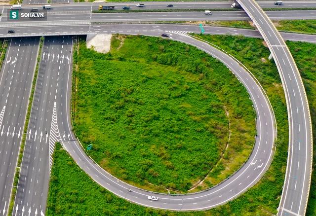 Cận cảnh 2 nút giao thông khổng lồ đẹp như tranh vẽ, đắt tiền và hiện đại bậc nhất Thủ đô - Ảnh 11.