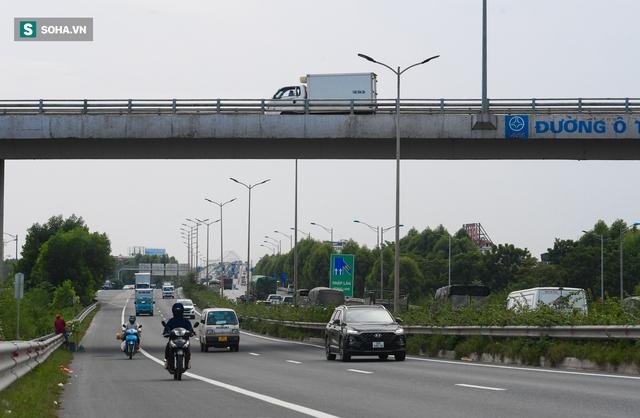 Cận cảnh 2 nút giao thông khổng lồ đẹp như tranh vẽ, đắt tiền và hiện đại bậc nhất Thủ đô - Ảnh 12.