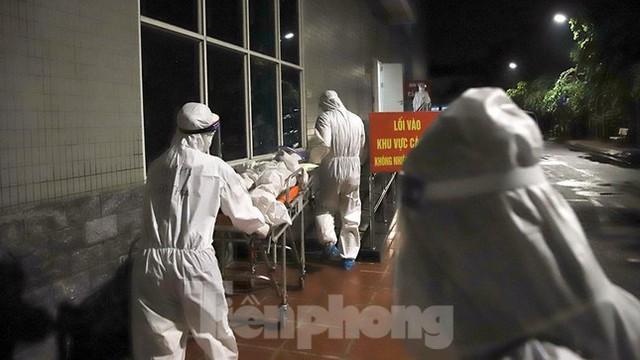 Bệnh viện Việt Đức tiến hành chuyển bệnh nhân sang 3 bệnh viện khác tại Hà Nội - Ảnh 14.